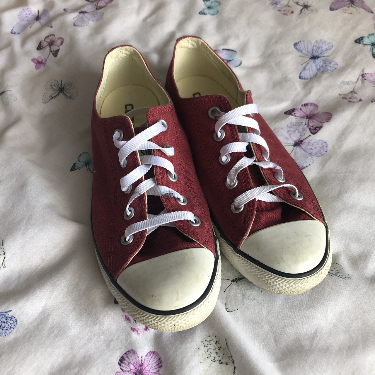 BURGUNDY CONVERSE SIZE 5. only worn a