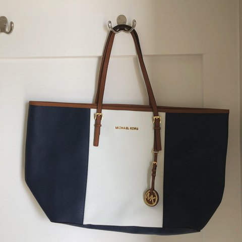 20c19816a476 @rikamikuriya. 7 days ago. Chapel Hill, United States. 🍓navy blue, white,  and brown authentic Michael Kors purse. ...
