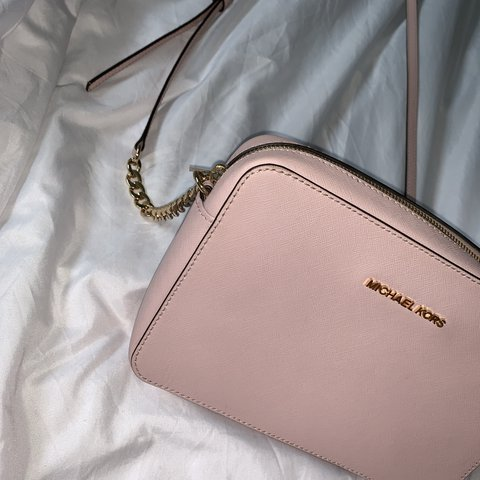 c0def1c4d174 @xlilyleech. 10 days ago. Burntwood, United Kingdom. Michael Kors baby pink  cross body bag. Never been used ...