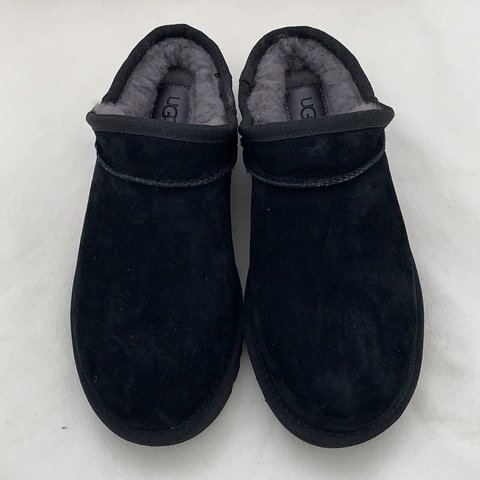 0e90d24cf6ad authentic classic water resistant UGG Slippers size 5