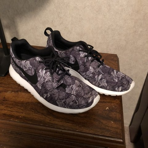 cheap for discount a0b91 5c941  austineserr. 22 hours ago. Columbus, United States. Nike Roshe Run In a grey  floral ...
