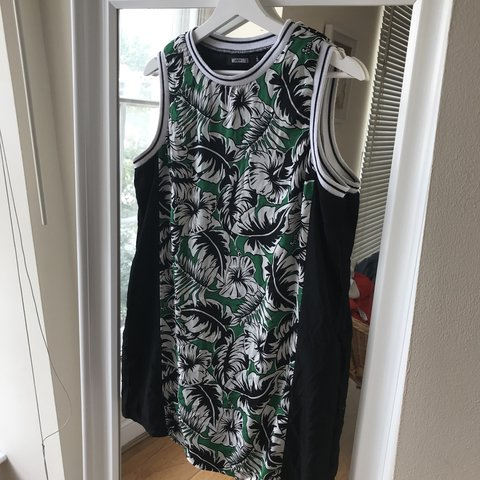 fb2f258eba0 Missguided dress size 12. Loose fit which is so flattering. - Depop