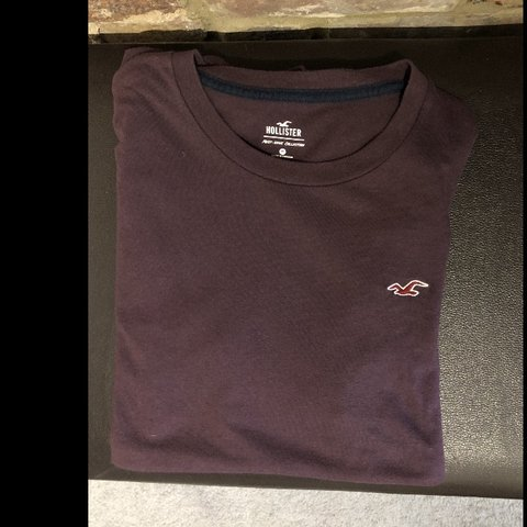 89506396 @velma291. 6 months ago. Hastings, United Kingdom. Hollister Men's T-Shirt  Medium - Purple Good condition