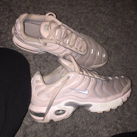2dbe3dcb7658 I m selling Nike Tns pink grey size 5.5 uk. Been used