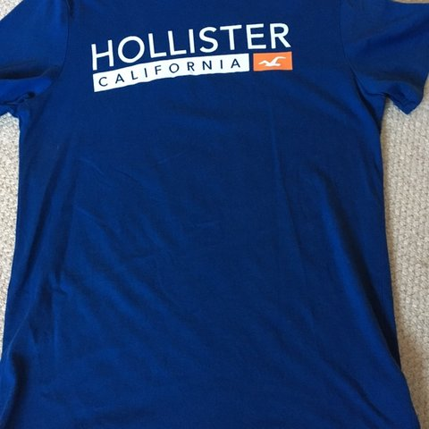 5e375101 @poppydog12345. 10 days ago. Warrington, United Kingdom. Mens Hollister  royal blue t-shirt. Size medium. Good condition