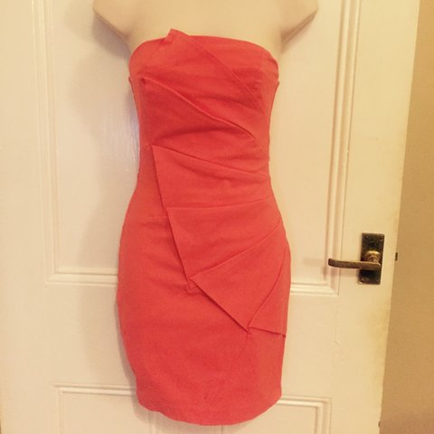 c3ae067147d03 Coral fitted dress in size 6 #coral #dress #size6 - Depop