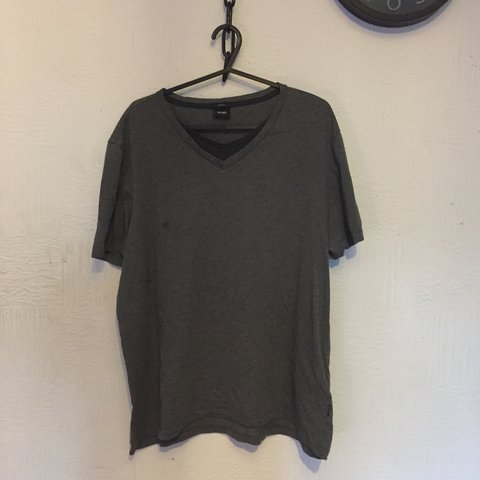 d10dee7ebfd @lxwis0. 2 months ago. Worcester, United Kingdom. Grey Hugo Boss tee shirt. Size  large (slim fit)but will fit a medium