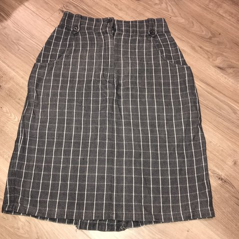 e6b3a9e19e5 French Connection gray and white plaid skirt! Super cute