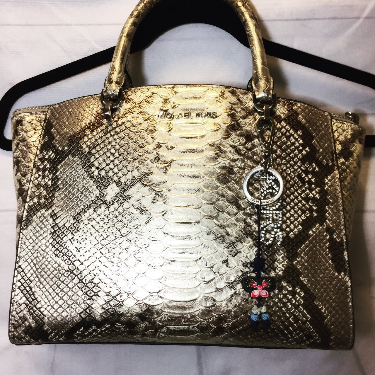 9eeb3d1e57a1 Michael Kors Purse Available ❣ -Will Accept Offers- This a - Depop