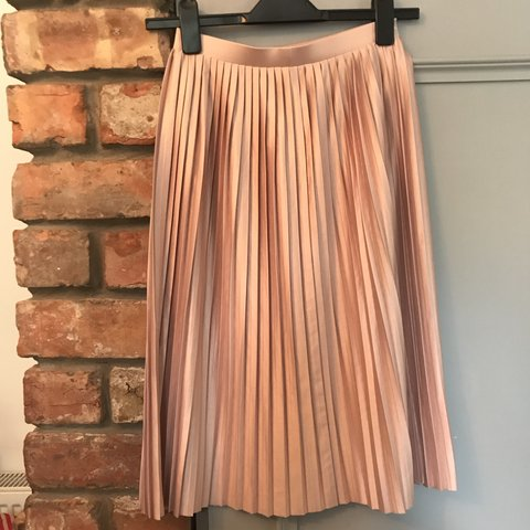6b420bc19 @holly_baglin. 9 months ago. Manchester, United Kingdom. Topshop rose gold  pleated skirt. Immaculate condition. Size ...