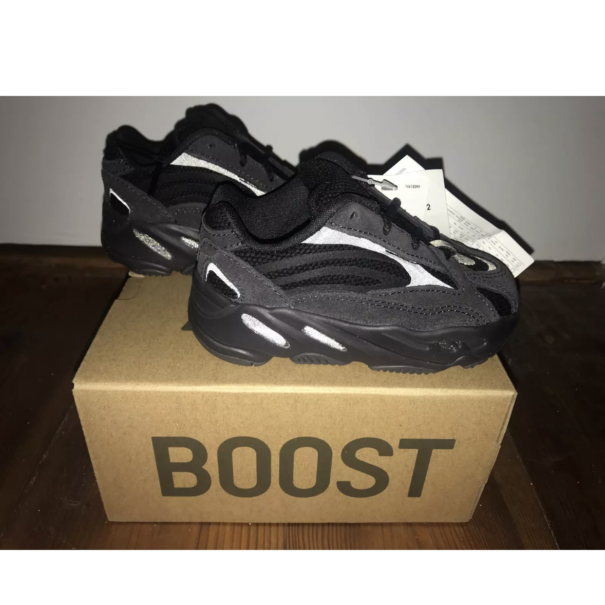 purchase cheap dbd25 80d5f BNWT Adidas Yeezy Boost 700 V2 Vanta Kids Junior in ...