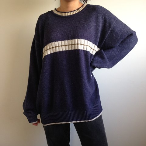 Cute vintage sweater 💕 there is no size tag on it edb36edfc