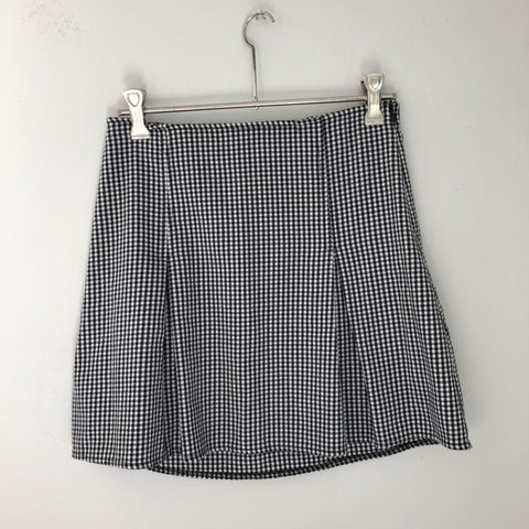 519a6283d91c @re1abelled. 6 months ago. Tunbridge Wells, United Kingdom. FREE UK POSTAGE  🐥 • Brandy Melville • Checkered mini skirt with side zip • One size ...