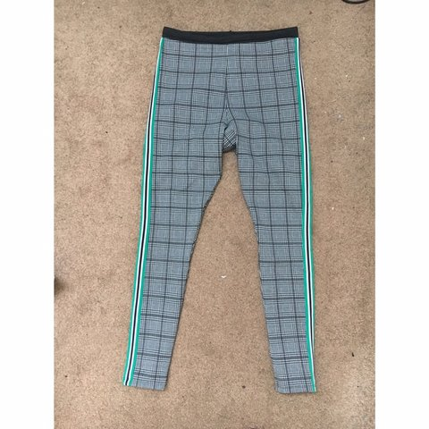 26b2f6b2e55 Grey checkered leggings with stripes aside Super tried on
