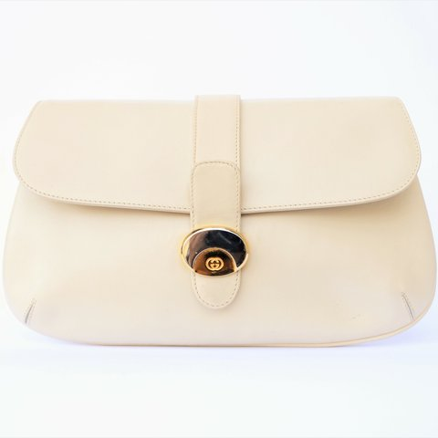 ac703ec5f GUCCI vintage creamy white clutch in very good condition. on - Depop