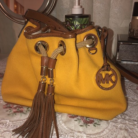b37aa5a13f3ee8 @mresx. 5 months ago. United States. 🌷FREE SHIPPING🌷 #cybermonday.  Original Michael Kors purse. Good condition