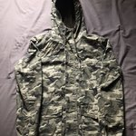 f7c61b90c2b74 oversized camo utility jacket in great condition 9/10 but - Depop