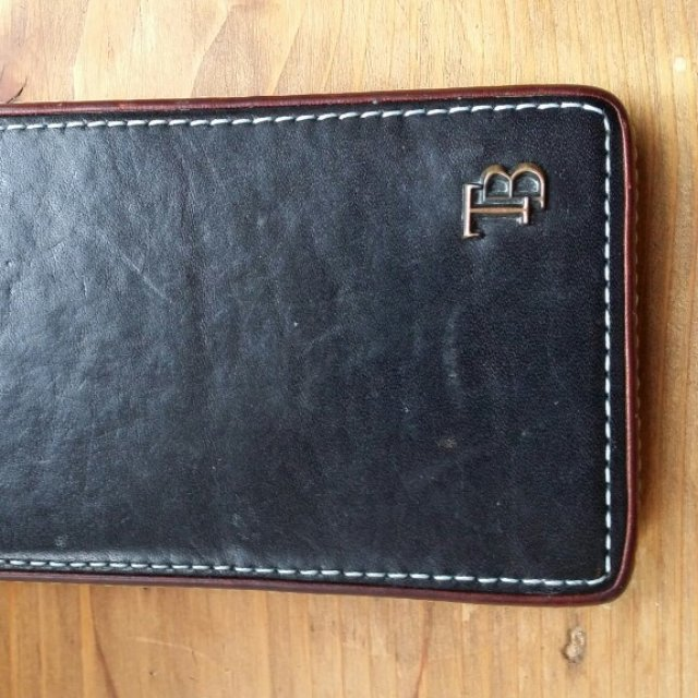 04bcc8ba7 Ted Baker iPhone 4S leather case. Split seam on the tip of - Depop