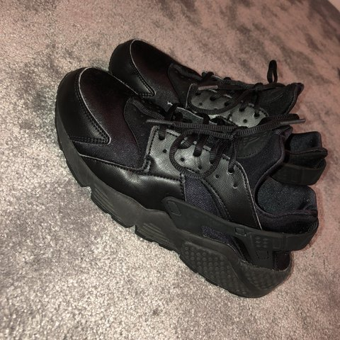 f2dfef0187bc Great condition Nike Air Huarache - All Black Unisex - only - Depop