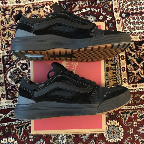 bf4deb2843b Vans Ultrarange 3D Black Asphalt Alternative closure 9 - Depop