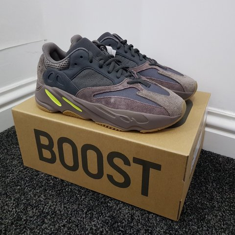 69f2ecd8a5e RETAIL PRICE! Yeezy Boost 700 Mauve UK8.5 Won in End. Can - Depop