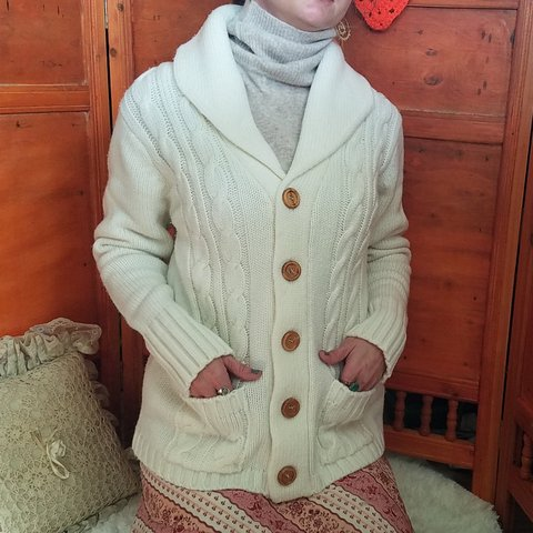 854f69d4b8 Vintage Cardigan Cable Knit Ivory Heavy Big wooden buttons - Depop
