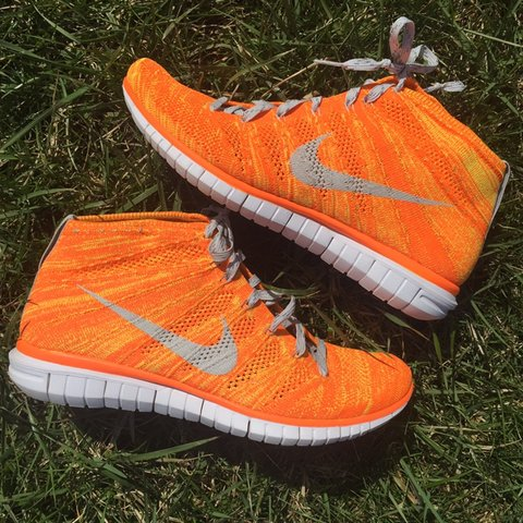 ca46db085a2c Nike Chukkas Flyknit Running Shoes Great Condition 9 10 Men - Depop