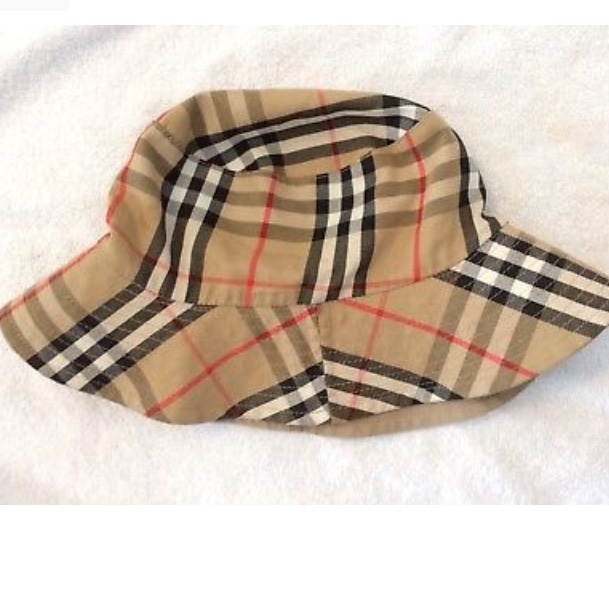 c6eb36d9e Burberry nova check bucket hat. Size Large - Depop