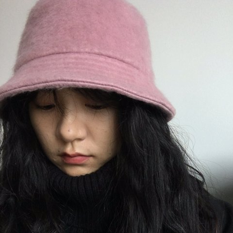 dcaa6b874b1 ASOS design fluffy bucket hat. Comfortable wearing in new - Depop