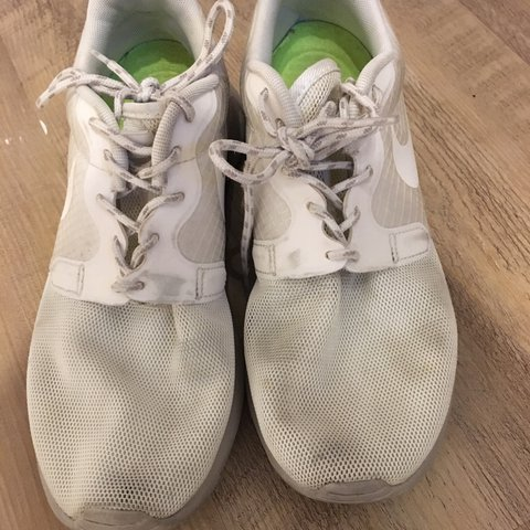 190e9c7bea4f1 Women s Nike Roshe Runs. Cream. UK size 5. Slightly tight on - Depop