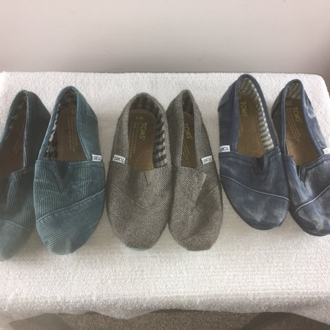 43204b214aa Lot of 3 women  s TOMS classic slip on shoes SIZE 5. yet in - Depop