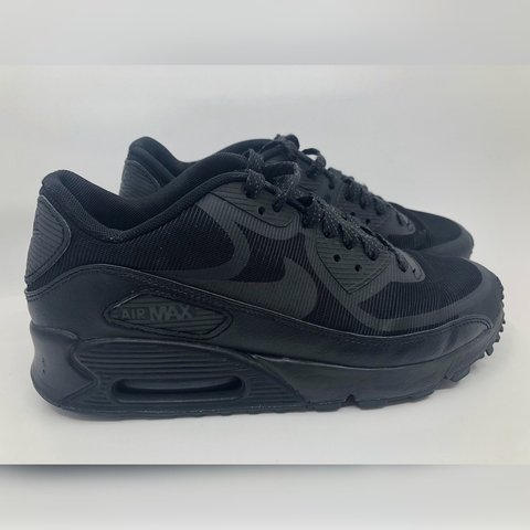 0e7054a9c226 @emmahazell95. 4 months ago. Poole, United Kingdom. Nike Air Max size 5, only  worn twice. Black air max reflective leopard print.