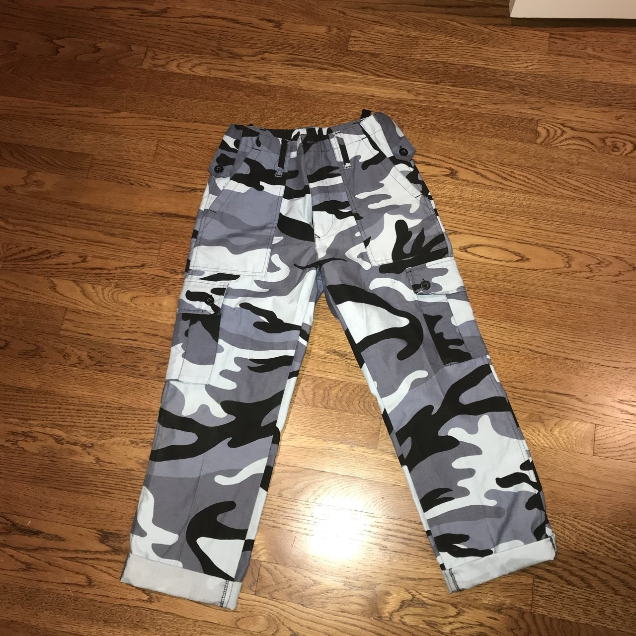 0c7c1336956 WTB any m+rc pants for cheap Size s - Depop