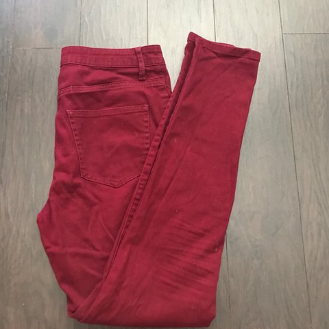what to wear with wine colored pants