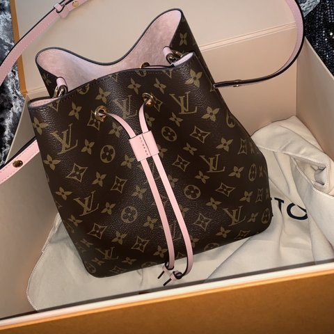 cc5c61cd63ef Louis Vuitton Bucket bag - comes with pink suede inside to - Depop