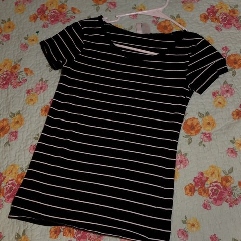 47af0bb9b581 @neydahernandez. yesterday. Rolesville, United States. Gently used black/white  DIVIDED H&M t shirt ...