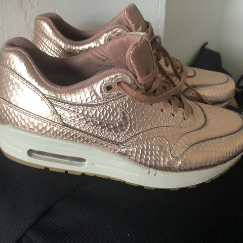 nike air max rose gold snakeskin