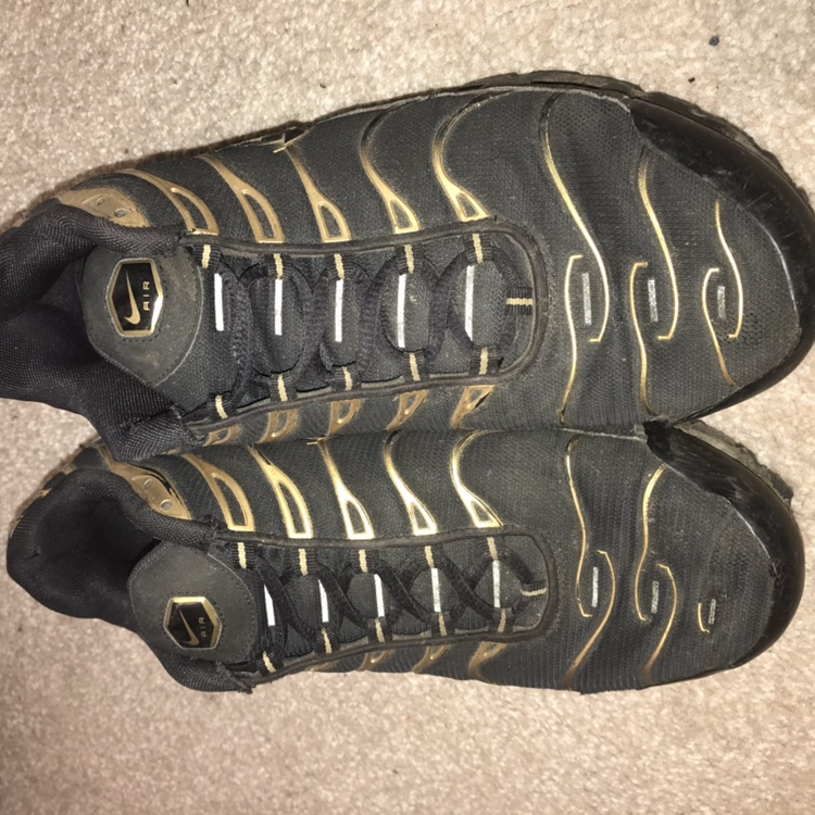 finest selection d8733 9365c Gold and black Nike Tns size 10 Poor condition, gold... - Depop