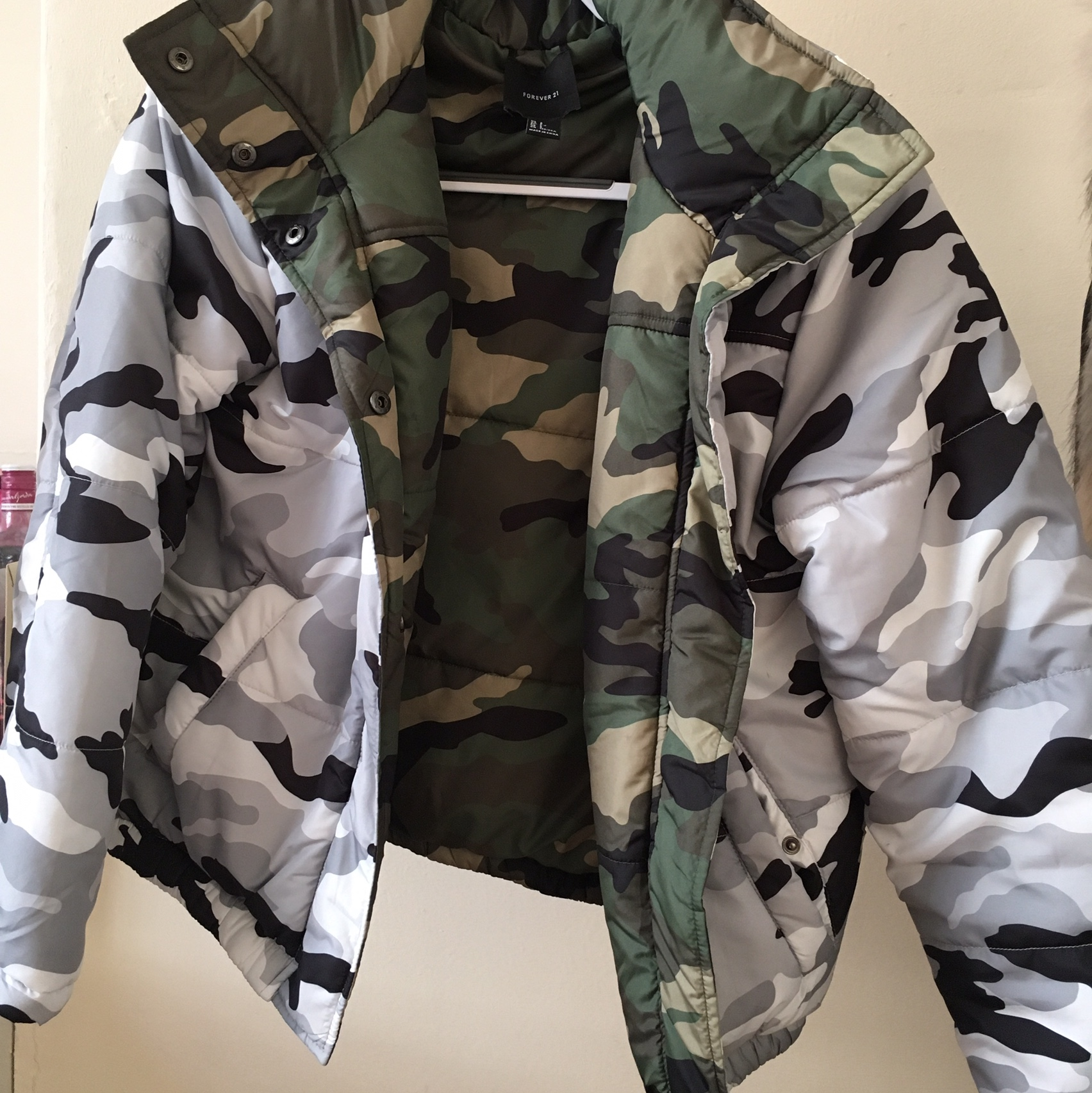 d21008cfa Reversible camo puffer jacket. Only worn once... - Depop