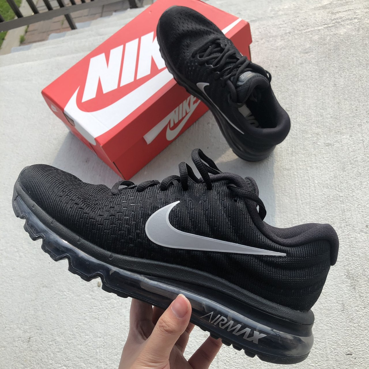 WMNS NIKE AIR MAX 2017 SIZE 8 COLOR