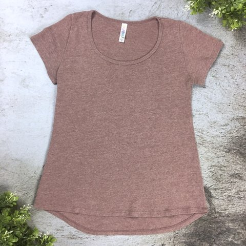 7bbf11cfffef47 Lularoe Dusty Purple Short Sleeve Tee in size XS. Excellent - Depop