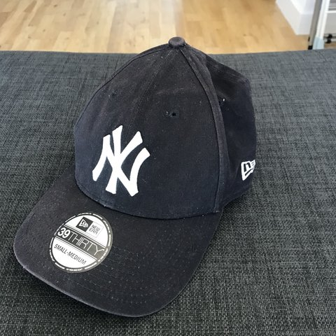 9f696859e8344 New Era New York Yankees Navy Blue Cap Little faded Size - Depop