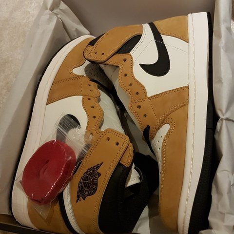 c71dbf2f257a Air Jordan 1 Rookie of the Year UK Size 9 Brand New In Box - Depop