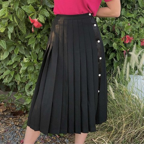 dab2e9f4e2f7 VINTAGE 80'S BLACK WOOL PLEATED MIDI SKIRT WITH DIAMOND down - Depop