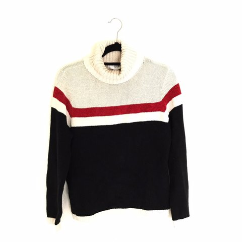 Super warm and cozy knit sweater ! 🧶 Knit material but has - Depop 77b565e30