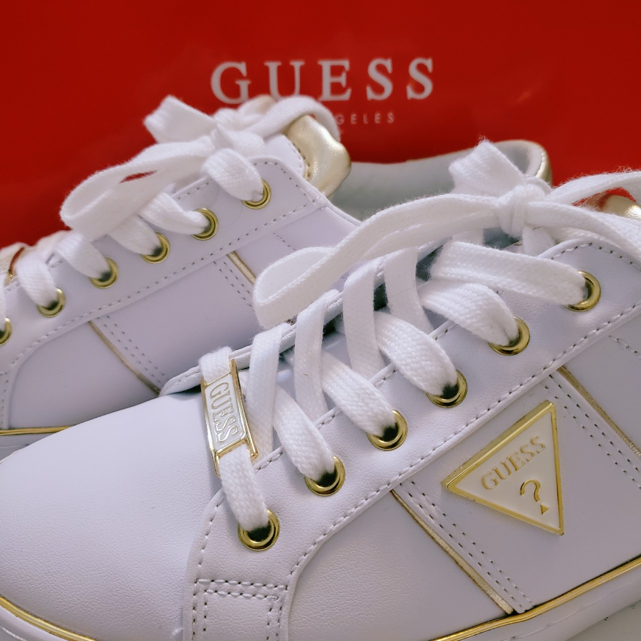 Gilda Low Top Sneakers. Classis white