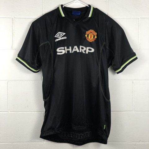 94c2fcf3441 Vintage Umbro Manchester United alternative Jersey Size to a - Depop