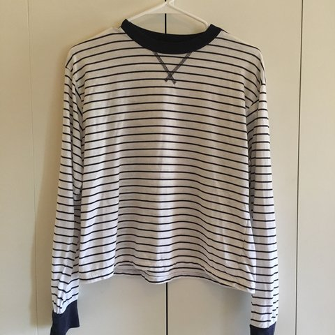 b4010e37 @maragretscloset. 6 months ago. Seattle, United States. BRANDY MELVILLE  STRIPED LONG SLEEVE TEE Super soft and comfy! Barely worn! White with navy  ...