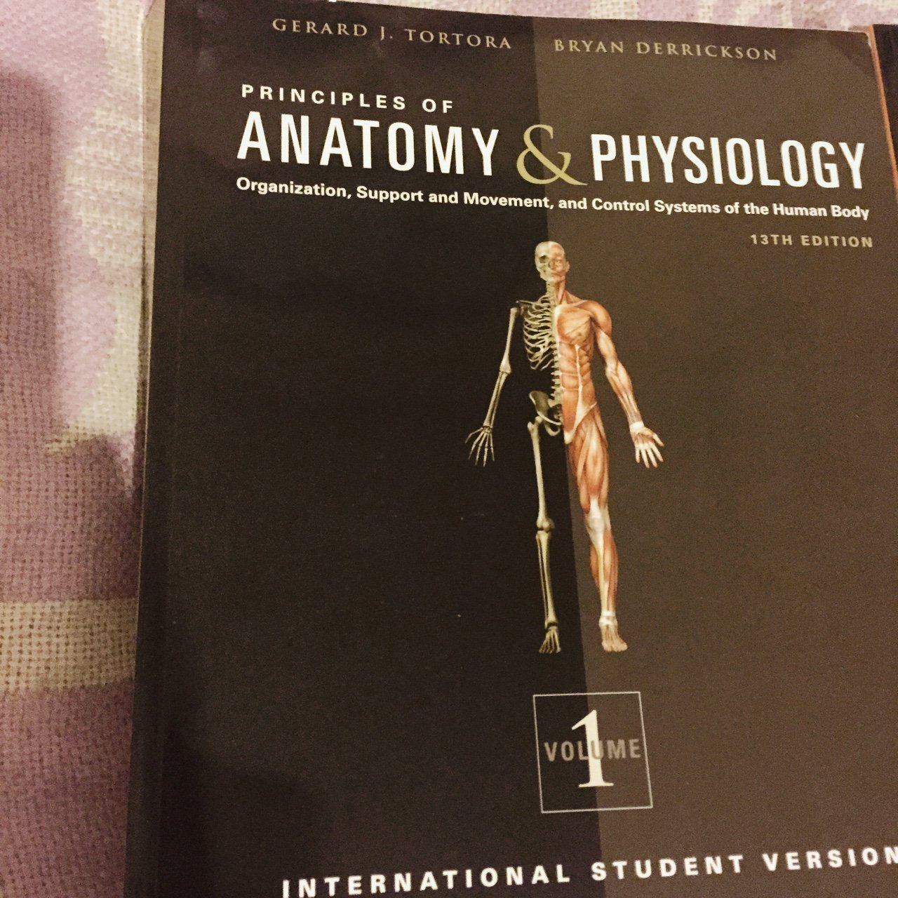 BARELY USED Principles of Anatomy & Physiology 13th edition - Depop