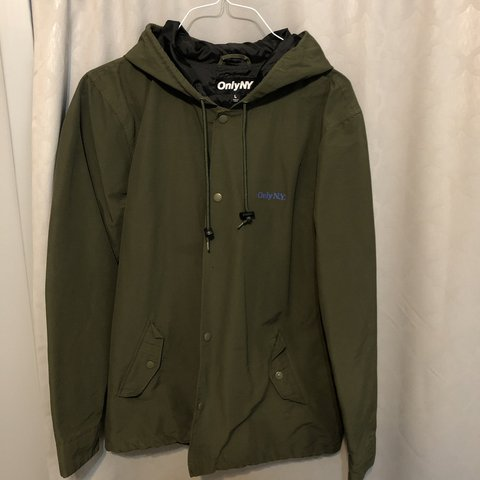 010bf109dfb Men s Large ONLY NY Lodge Hooded Coach Jacket Olive   their - Depop